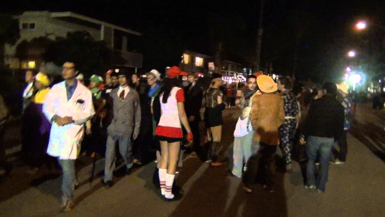 santa barbara isla vista del playa halloween 2011 walking around