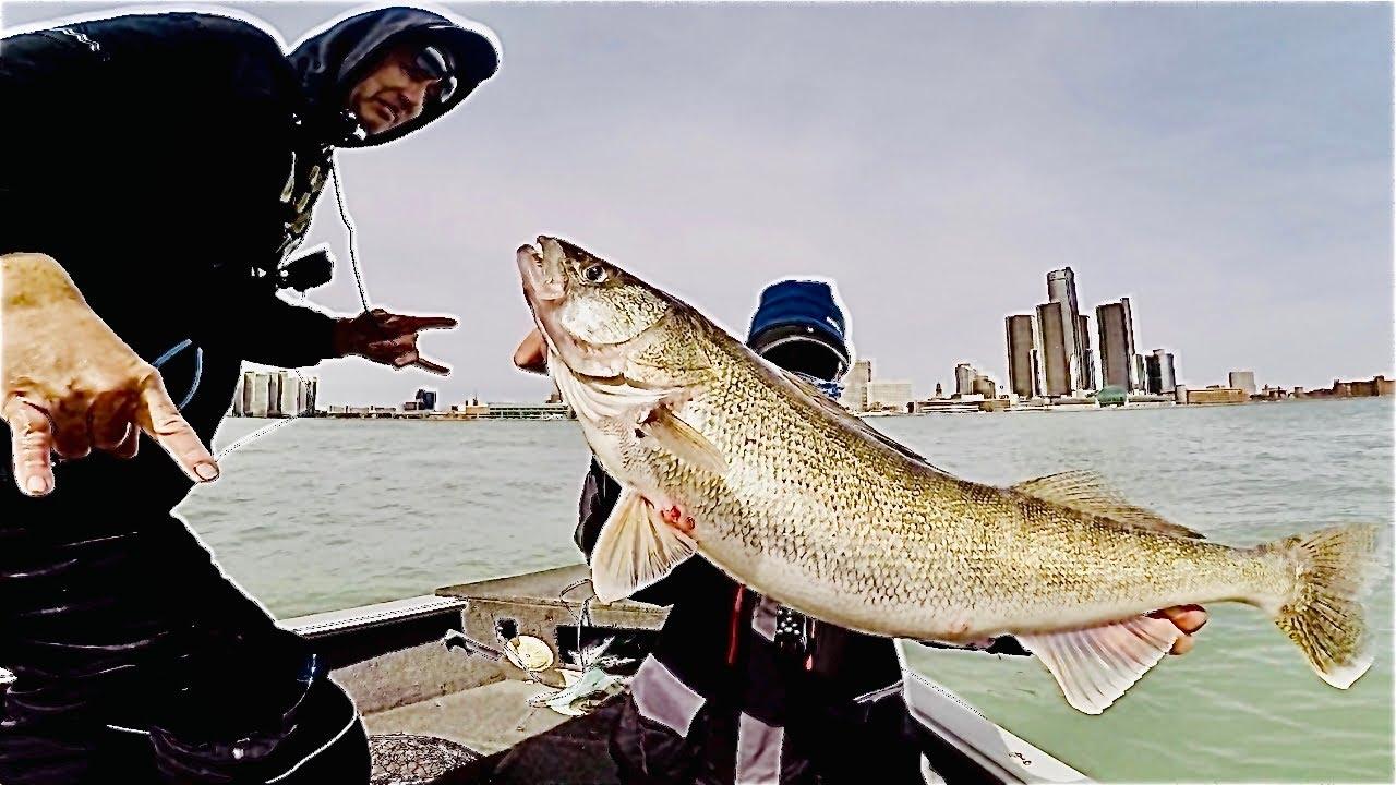 Detroit River Walleye Fishing Report 2021 | Giant WALLEYE Jigs in Current!
