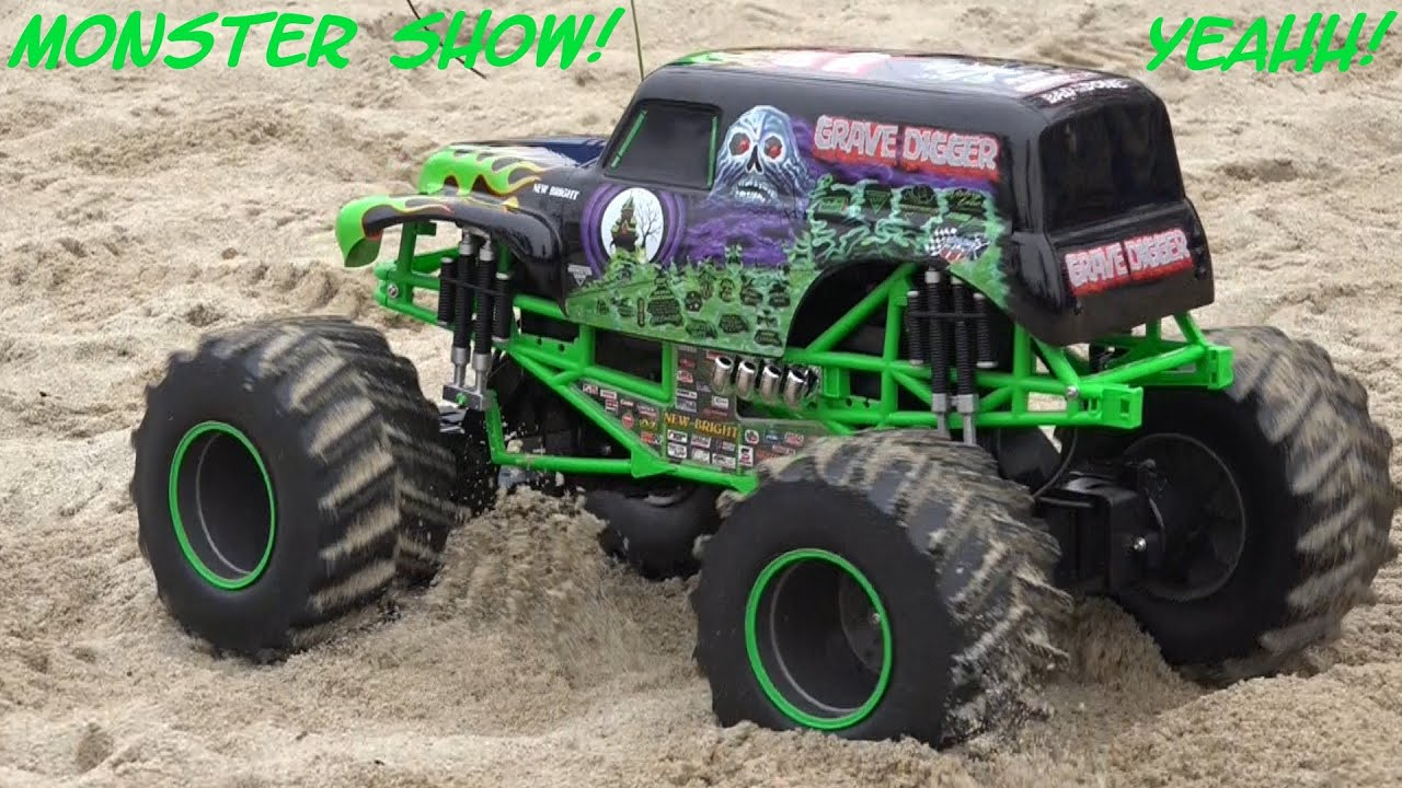 1:8 Scale Remote Control Monster Jam Grave Digger Playtime in the Sand :-)
