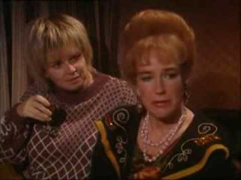 Mary Doll & Ella Cotter streaming vf