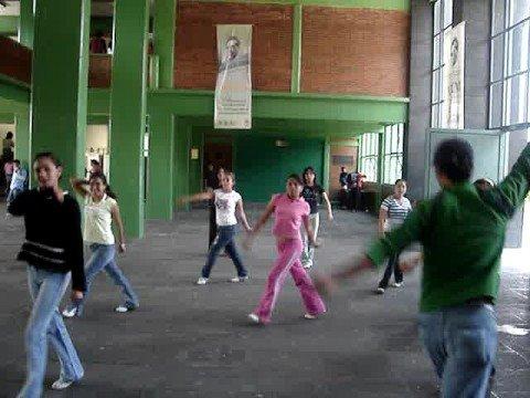Porra prepa 1 en la school youtube for Mural de prepa 1 toluca