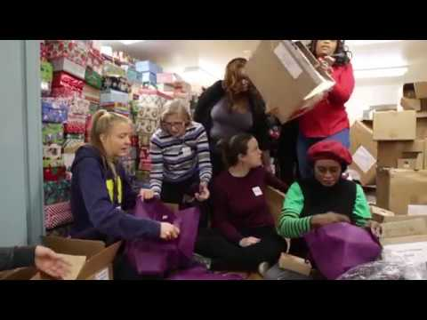 Sistering celebrates holiday season with 200 gift bags for women