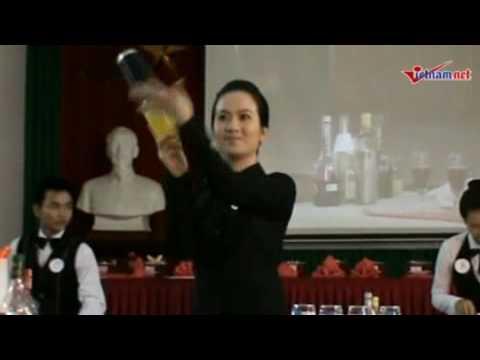 Em dể Thương pha chế cocktail điêu luyện sakuraBon00819017261908