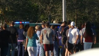 Un exalumno mata a 17 personas en un instituto en Florida