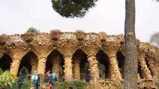 バルセロナにガウディの建築物であるサグラダファミリア、グエル公園、...