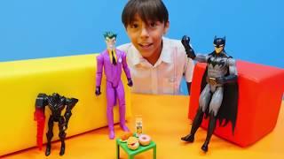 Yarış oyunları! Batman, Joker, Kara kedi, Otobot, Örümcek Adam! Laboratuvar  oyunu! Spor videosu!