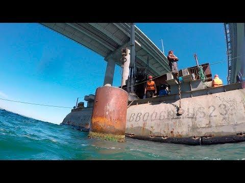 В Керченском проливе демонтируют рабочие мосты Крымского моста