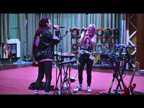 Download Grimes & Hana - Flesh Without Blood (Live BBC Radio 1) Mp4 baru