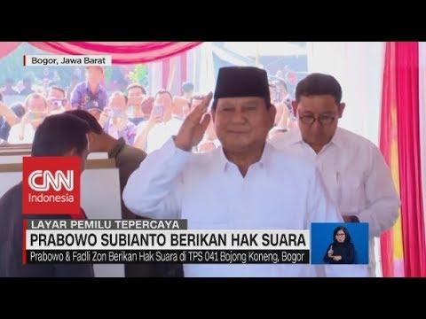Berbaju Putih, Prabowo Subianto Berikan Hak Suara