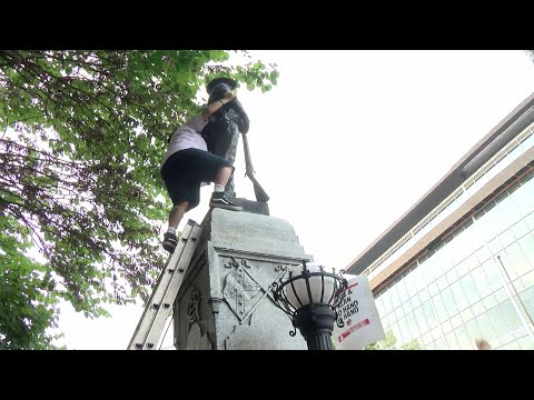 RAW VIDEO: Durham protesters topple Confederate statue at old courthouse