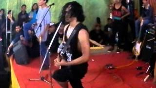 theatrical company titik dalam koma divide cover live happy sunday 1