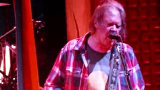 "Neil Young & Crazy Horse ""Powderfinger"" live in Sydney 2013"