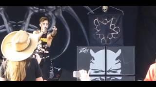 Black Veil Brides Biersack calls out fan -- Korn's album delayed -- TDWP, Martyrs -- Death Angel