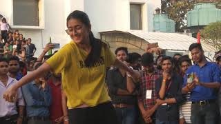 Girl dance move make the crowd crazy | She is a fab dancer with cute expressions.