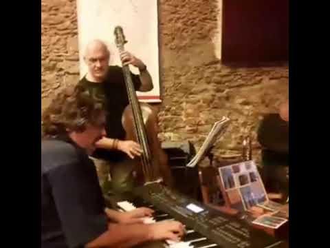 BATIDA DIFERENTE  Einhorn Durval  por SambaJazz Trio  Kiko Continentino Luiz ALVES Clauton Sales