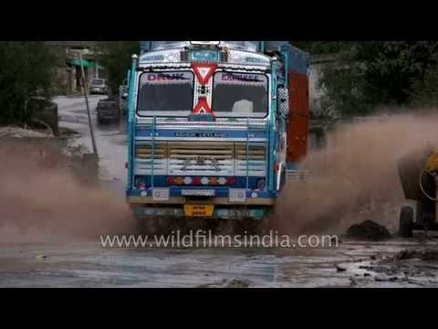 Kashmir bus splashes through monsoon stream in India: slow motion