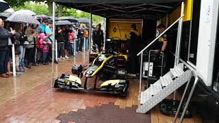 Formule 1 renault et RS 01 en exhibition écoutez le bruit des moteurs(1)