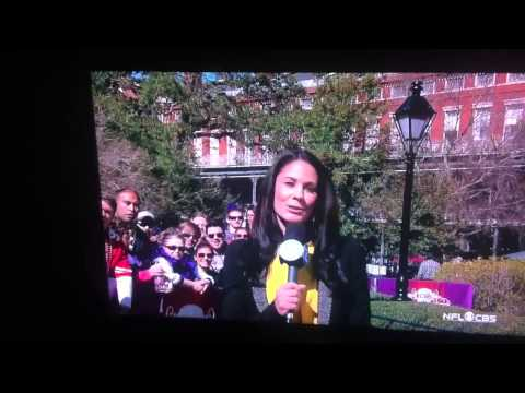 CBS Tracy Wolfson Super Bowl XLVII funny background guys