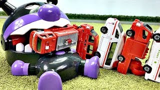Fun Video for Kids playing with car toys!アンパンマン おもちゃ 寝ているばいきんまんの口にミニカーがすぽすぽ入るよ!Gizmone