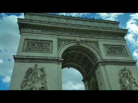 Paris, France : Bus ride around the Arc de Triomphe