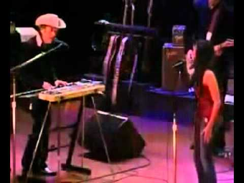 Bob Dylan and Norah Jones - I Shall Be Released (Live)