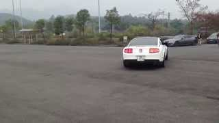 hyper cressida i6 dancing with mustang v6 drift and burn out hd version