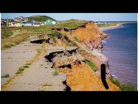 Short on options, Îles-de-la-Madeleine residents make a strategic retreat from rising seas
