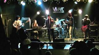 """2009年2月7日、神戸のライブハウス""""Varit""""にて行われた、恒例えもしライ..."""