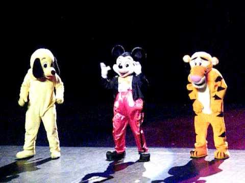 Mascotte mickey tigrou filou danse de la coupe du monde 2010 youtube - Danse de mickey ...