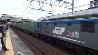EF210-136牽引貨物列車と223系普通野洲行き 魚住駅にて