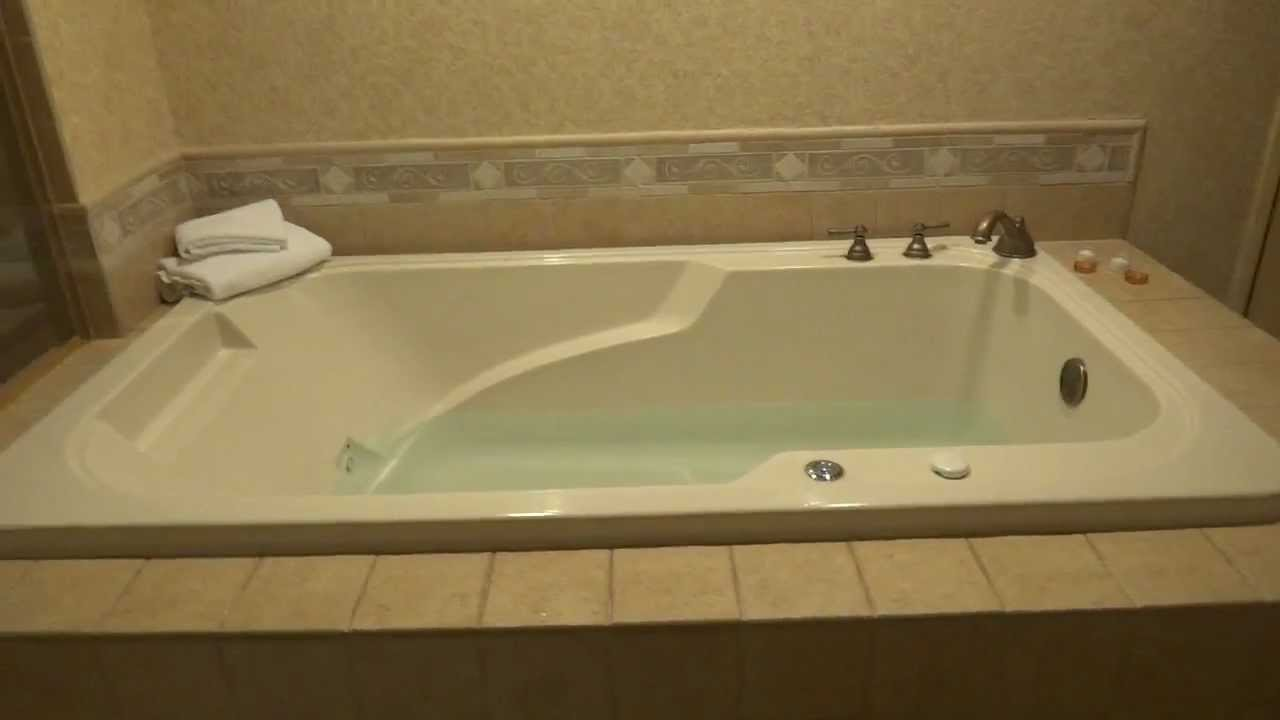 Merveilleux How To Activate The Jacuzzi Water Jets In The Sunset Stationu0027s King Suite 2    YouTube