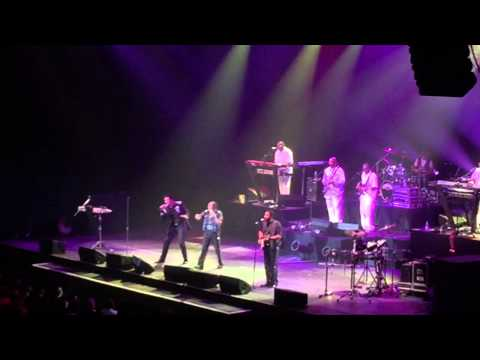 The Commodores singing the Night Shift live