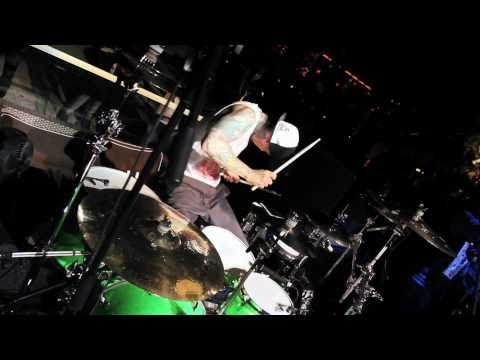 Yelawolf Ft. Travis Barker - I Just Wanna Party Live At XS Nightclub [www.keepvid.com].mp4