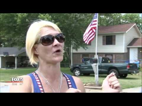 Fight Between a Muslim and American Women and the US Flag