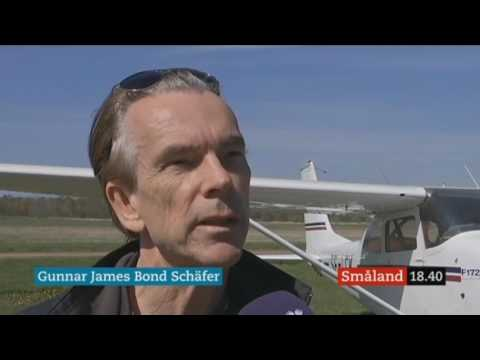Bond flight plane Cessna 172 lands in Kalmar, Sweden