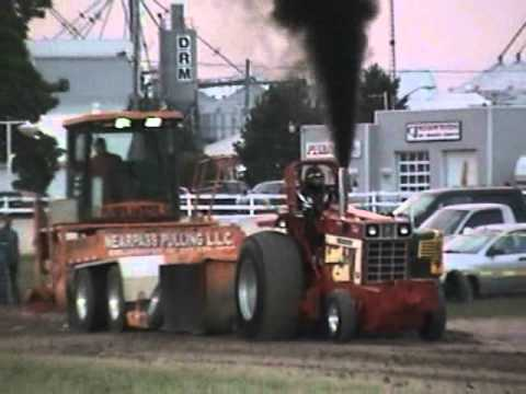 2011 Tractor Pull - Dresden, ON -  9300lbs Super Farm