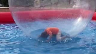 Ege Topun İçinde Top Havuzun İçinde :) (The Boy In The Ball, The Ball In The Pool)