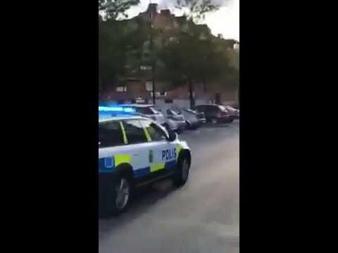 Polis filmade egen krock