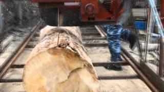 Самодельная угловая дисковая пилорама(Эта пилорама распускает бревна длиною до 6 метров и до 60 см в диаметре. Максимальный пропил - 170 мм. На выходе..., 2016-03-19T20:20:17.000Z)