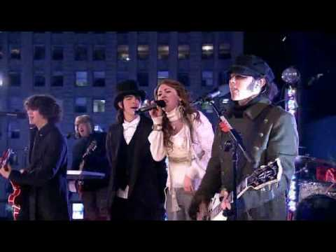Jonas Brothers & Miley Cyrus - We Got The Party (Live Dick Clarks New Years Eve 2008)