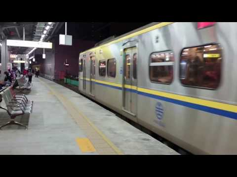 台鐵-區間車-微笑列車-桃園火車站-Taiwan Railways Administration-Local Train-Taoyuan Station-January 2017
