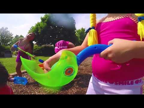 Lanzando Globos de Agua en el Parque, Bunch o Balloons S3:E108