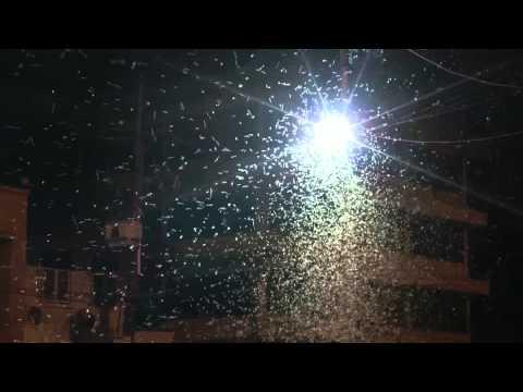 ร้อนจัด! แมงชีปะขาว ยกทัพจากน้ำโขงบุกเมือง ชาวบ้านปิดไฟหนี