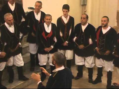 Carezze di M Maiero  -  canta il coro Bachis Sulis diretto dal maestro Michele Turnu