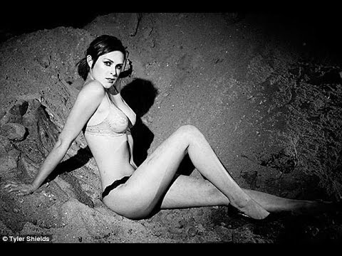 Порно фото сандры ромаин