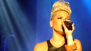Baixar * WHO KNEW * The Truth About Love * Album Launch * Circus Krone * München * PINK * P!NK *