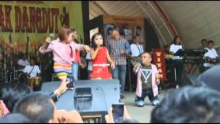Video GEBRAK DANGDUT UCOK BABA VS LOLY VS VITA MINI KERETA MALAM just for laughs download MP3, 3GP, MP4, WEBM, AVI, FLV Maret 2018