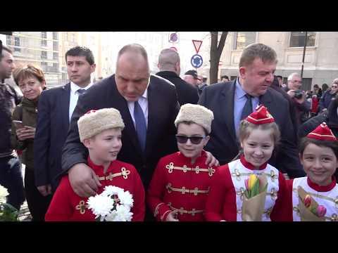 Поднесох цветя пред паметника на Васил Левски по повод 146 години от гибелта му. Поклон към делото и паметта на Апостола на свободата!