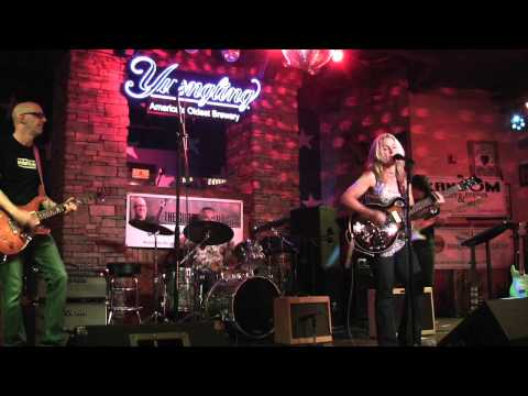 "The Guitar Show ... live! Featuring Lauren Ellis & band with ""I'm Taking Back What's Left of Me"""
