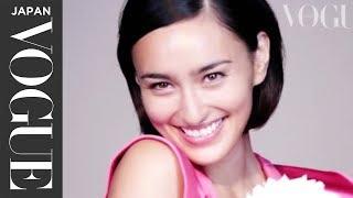 長谷川潤さんがVOGUE JAPAN 2014年3月号の「華のある女になる条件」特集...